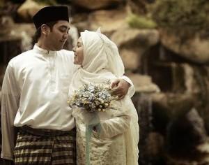 happy-malaysian-couple