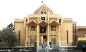 Gereja Armenia di Raqqa kini dikuasai pemberontak dan dijadikan masjid; bendera hitam Al Qaida berkibar di atasnya.