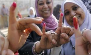 wanita Mesir usai ikuti referendum (foto:thenews.com)