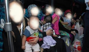 tkw arab saudi pulang dengan membawa bayi (foto:republika, disamarkan dg photoshop)