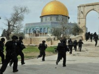 Diserang Zionis di Masjidil Aqsha, Belasan Warga Palestina Terluka