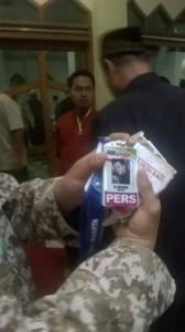 kartu pers milik Muzadiq di tangan LPAS