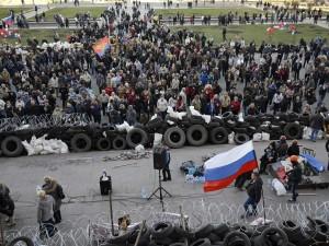 pro-russian-separatists-build-barricades-in-east-ukraine-as-kiev-warns-of-force