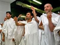 Ahmadinejad sedang menunaikan haji