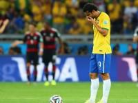 Striker Brasil Fred tertunduk lesu usai timnya ditekuk 1-7 oleh Jerman