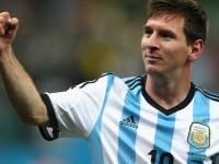 Messi memimpin rekannya saat mengalahkan Belanda