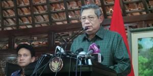 Presiden Susilo Bambang Yudhoyono membantah tuduhan Wikileaks soal dugaan korupsi percetakan uang negara di kediamannya, Bogor, Kamis (21/7/2014).  Foto: Kompas