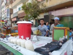 Penjaja makanan di pinggir jalan, foto: Ahmad