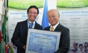 Direktur Jenderal IAEA Yukiya Amano dan Duta Besar RI Rachmat Budiman (foto:Detik.com)
