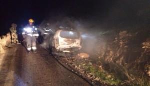 mobil israel diserang