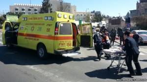 israel tabrak mobil
