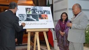 """Dirjen Iran Culture and Relations Organization (ICRRO) untuk Asia Pasifik, Ali Mohammad Sadeqi (kiri) menandatangani peluncuran buku foto karya Duta Besar RI untuk Iran, Dian Wirengjurit berjudul """"Iran: lovely people"""", 11 Juni 2015. KBRI Teheran."""