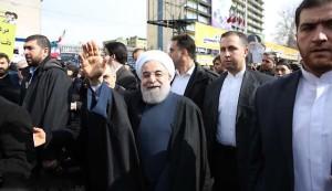 الرئيس روحاني: ايران نالت استقلالها من ثورتها وتنشد السلام بالمنطقة