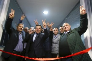 syrian-kurdish-activists-cut-ribbon