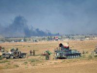 Militer Irak saat melakukan pertempuran melawan ISIS di Kota Tal Afar pada Selasa (22/8).