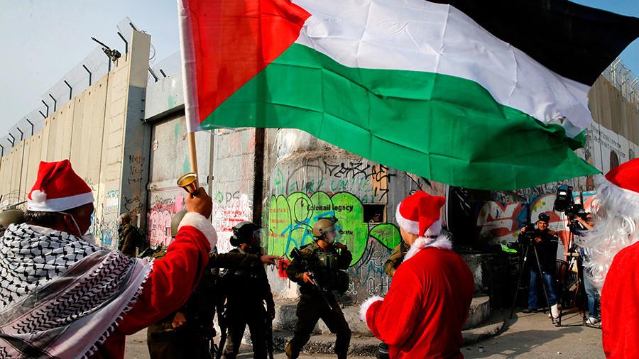 [VIDEO] Warga Palestina Berdemo dengan Kostum Santa Claus