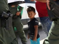 AS Pisahkan 2 Ribu Anak Imigran dari Orangtua Mereka