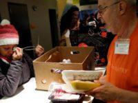 Lantaran Shutdown, Pegawai Federal AS Mengantri Makanan di Panti Sosial