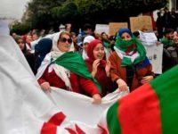 Rakyat Al-Jazair Rayakan Pengunduran Diri Presiden Bouteflika