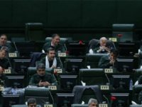 Dukung IRGC, Para Anggota Parlemen Iran Kenakan Seragam IRGC