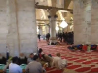 Kaum Zionis Menyerbu Masjid Al-Aqsa dan Menyerang Jamaah Iktikaf