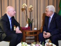 Potret Mahmud Abbas bersama dengan Jason Greenblatt. Sumber: The National