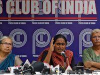 Aktivis kavita Krishnan saat menyampaikan pres rilis terkait situasi terkini di Kashmir-India. (Sumber: Al-Jazeera)