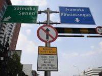Baru Diterapkan, Sejumlah Mobil Pribadi Aparat Langgar Aturan Ganjil Genap di Jalan Pramuka
