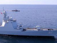 Kapal perusak AL Cina Jenis 052D Xining saat latihan bersama angkatan laut Iran-Rusia-Cina di Samudera India dan Teluk Oman pada 27 Desember 2019. (AFP)