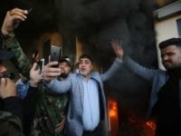 Video: Kedubes AS di Baghdad Diserbu Massa, Relawan Berjanji Kepung Semua Kamp Militer AS